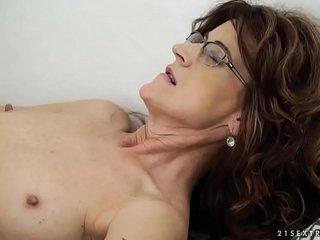 Sexy sugar mama on younger dick - Lusty Grandmas